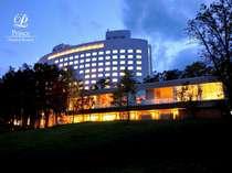 ホテル外観と紫彩の湯