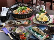 ■【お食事一例】弾力が良い肉質で濃厚な味わいが特徴のしゃもは鍋でお召し上がり下さい。