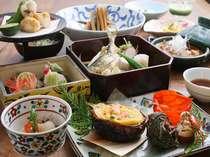 花紫自慢のお料理は、約50種類のお料理からお好きな物をお客様自身でお選びいただける『アラカルト懐石』