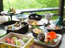 花紫自慢のお料理は、50種類のお料理からお好きな物をお客様自身でお選びいただける『アラカルト懐石』