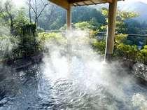 北陸随一の眺望を誇る露天風呂「ひらひら」と、大浴場「春夏秋雪」では違った湯情を楽しめる