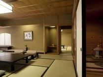 鶴仙渓の渓谷美を望む坪庭付き&次の間付客室一例
