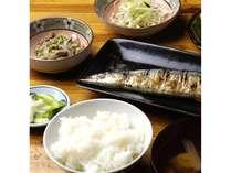 旬の【秋刀魚定食】をお召し上がり下さいませ。