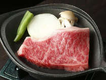 北海道産 黒毛和牛のステーキは、とろける味わい