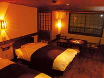 ◆阿寒湖を望む囲炉裏部屋。シモンズベッド、枕はテンピュールをご用意しています。