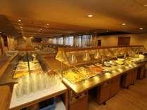 ◆朝食バイキング会場~1日の元気は朝食から!セットメニューの場合もございます。