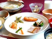 *朝食一例/料理長オリジナル。旭川産ゆめぴりか特級米やお野菜をたっぷり摂れる和朝食