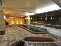【温泉・女湯】大浴場は主浴槽、サウナ、水風呂、露天風呂がございます。