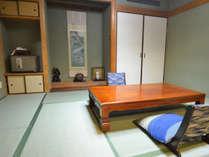 【特別室】和室部分には掛け軸など調度品にもこだわり。