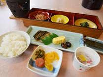 【朝食一例】さぬき名物のしょうゆ豆など、どこか懐かしいほっこりする朝ごはん