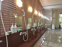 【温泉・男湯】洗い場。リンスインシャンプー、ボディソープ
