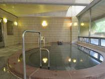 【温泉・男湯】加水なしの泉質の良い当館の温泉。神経痛や筋肉痛、高血圧にも効果があるといわれています。