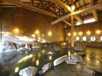 【大浴場】岩露天やうたせ湯、檜の内風呂など多種多様。とろっとした良質の弱アルカリ泉が肌に優しい