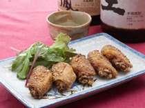 【一品料理】名古屋出身のオーナーが作る本場仕込み、自慢の手羽先の唐揚げは絶品です。1人前¥500
