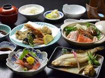 【夕食例】福井県のおいしい素材をつかった手作りお料理です。当館自慢の栄養バランス満点のご夕食を!!