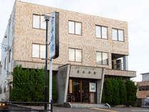 【外観】福井駅から徒歩7分!アットホームな旅館です。