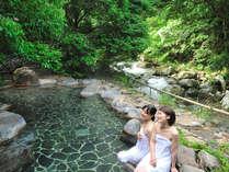 露天風呂[しいばの湯]:川も流れる自然そのものの