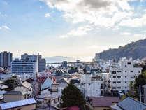 *【景観】熱海の海や初島を一望することができる、出入り自由の屋上は当館人気のリラックススポットです。