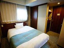 セミダブルルーム(幅140cmのセミダブルベッド1台のお部屋です)