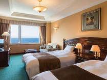 オーシャンフロントツインルーム。日本海を一望できるお部屋で日常とは違うひとときを。