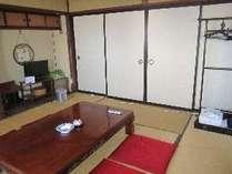 旧館(バス・トイレなし)和室8畳の1室、襖のお部屋になります(鍵付)