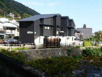 千歳川側から見た建物全容です。