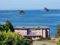 銅板葺きの屋根が見えたら、そこが「海里村上」です。