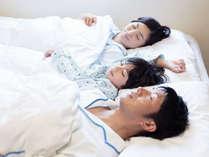 小学生以下のお子様は添い寝無料♪タオルや寝巻(大人サイズのみ)をご利用の際はスタッフまで。
