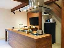 1階リビングスペースにはキッチンを完備しています。