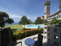 全17室ある1Fガーデンツインは4/29~9/30の間は客室からそのまま屋外プールへ行くことができます。