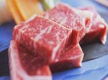 【岡山和牛の陶板焼き】料理長厳選のお肉を使用しております。お好みの焼き加減でお召し上がりください。