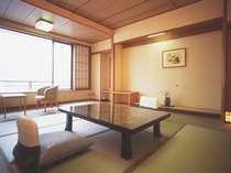 湯郷の山々が一望・風の館の客室(14.5畳)
