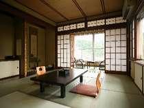 「鳥の館」の客室(10畳)。思い思いのくつろぎの時をどうぞお過ごしください♪