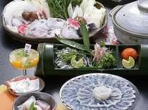 """[ふぐてっちり鍋]冬の味覚 """" ふぐ """" コラーゲンたっぷりで体にやさしい食材です。"""