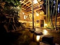湯郷温泉で最も歴史ある露天風呂。こじんまりとした竹林情緒たっぷりの女性露天風呂「仇討の湯」。