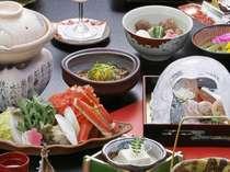 カニすき小鍋他、体もあたたまる冬の会席のお料理をご用意。