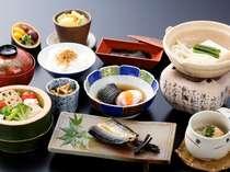 旬の魚、卵料理、サラダ、デザート…バランスの良いご朝食をご用意。