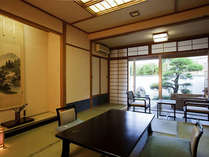 [露天風呂付き客室]和室10畳の癒される空間