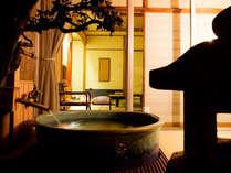 [露天風呂付き客室]お部屋によって趣の異なる風呂釜をお楽しみいただけます。