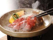 ジューシーな岡山和牛陶板焼き。お好みの焼き加減でどうぞ♪
