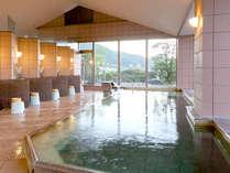 7階の大浴場からは、湯郷の街並みと、緑豊かな山々を望むことができます。