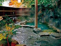 湯郷で最も歴史のある露天風呂の、鄙びた風情をお楽しみください。