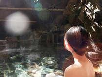 """竹亭の""""湯郷最古の露天風呂""""で、鄙びた竹林の情緒をお楽しみください。"""