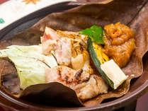岡山森林鶏の朴葉焼き:岡山の大自然で育った岡山森林鶏は甘くてジューシー♪焼き立てを召し上がれ!