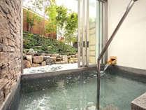 2014年秋オープンの貸切風呂♪シンプルながらも明るくのんびりとした造り。もちろん温泉です♪