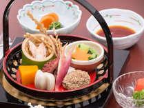 <岡山名産の黒豆ばっぽなど前菜色々>食事の始まりはまず前菜から。岡山地元料理の『ばっぽ』など