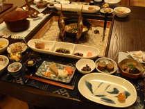 テーブル式囲炉裏を囲んでのお食事