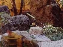 中庭:静かな庭園で、のんびりと旅の疲れを癒して下さい。