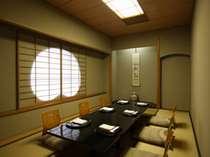日本料理羽衣の掘りごたつ式個室はさまざまな用途にご利用いただけます。