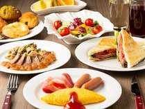 常時50種類以上のメニューが並ぶ朝食ブッフェ